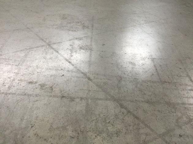 ナゴヤドームの床。