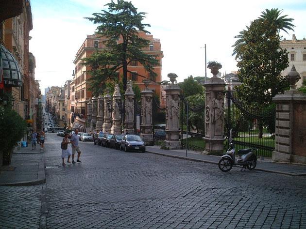 イタリア ローマで見つけた角柱 ここまでくると角柱というか遺跡