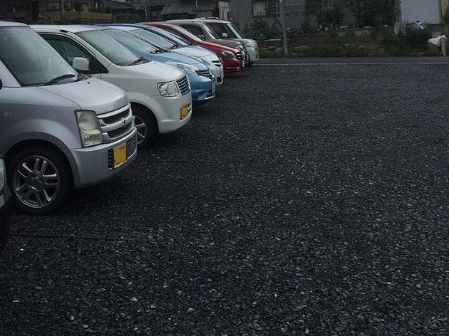 砕石敷きの駐車場。値段は易いけどカーポートたてても大丈夫?
