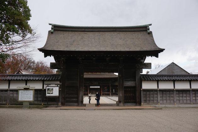 瑞龍寺の総門。ここから中へ入る。