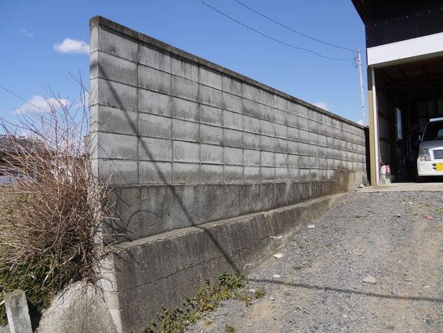 しっかりと作ればブロック塀は安全な構造物です!!地震でびくともしていません。