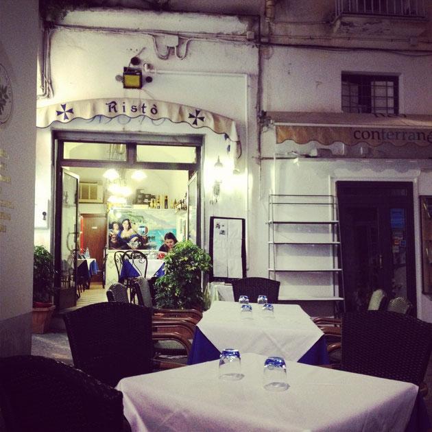 イタリアの食堂 夏の間は外の席の方が人気がある気がします