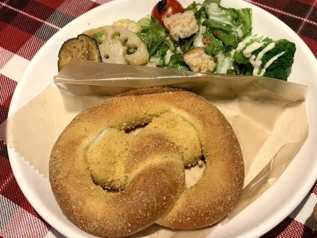 スマイリードッグさんの一日中ずっと食べられるプレッツエルのモーニング!