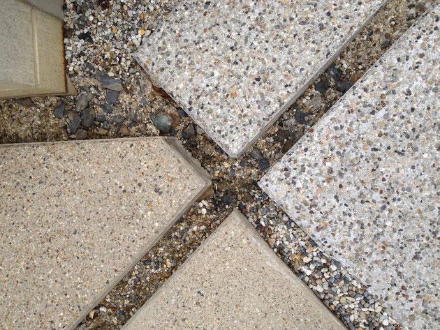 違った時期に打ったコンクリート床一発洗い出し仕上げ
