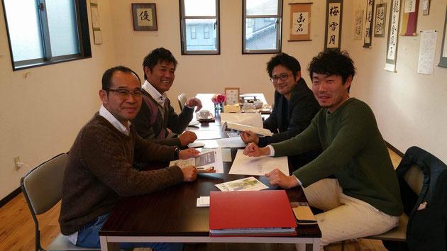 藤岡木工所・藤岡さんサンガーデン田中さん柴ちゃんと名和さん。このメンバーで視察をさせてもらいました。