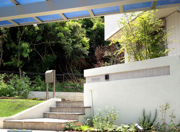 守山区M・H様邸 パナホームさんのおうちに合わせたシンプルモダン外構の施工事例 門周り