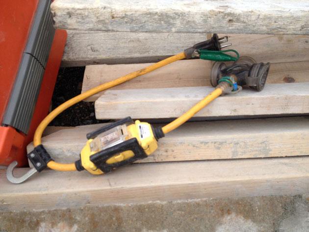 外構・庭工事では必須の現場道具の一つ『漏電ブレーカー』。