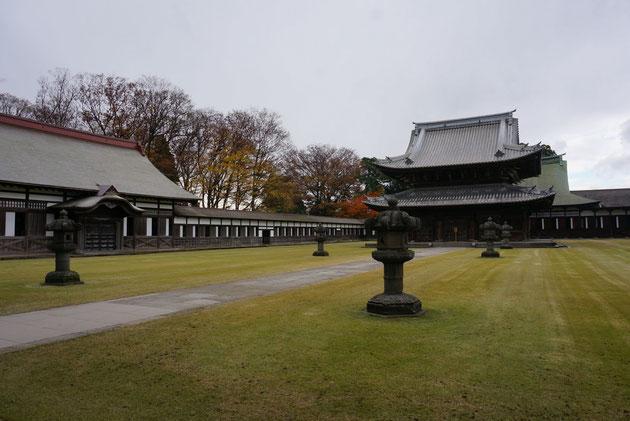 仏殿の向こうに銅版葺きの法堂が見える。しかし!写真を撮り忘れてしまった!