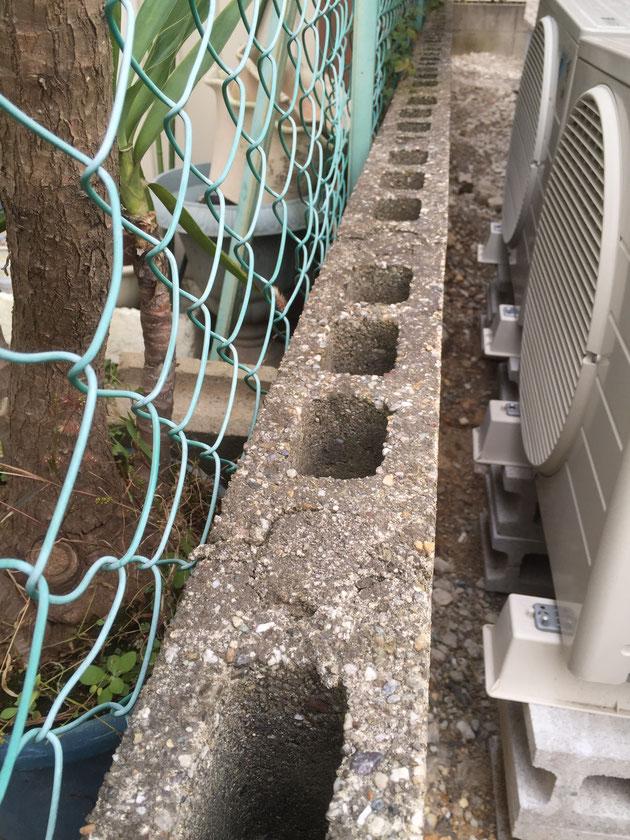 コンクリートブロックの穴。基本形のコンクリートブロックは穴があいている。