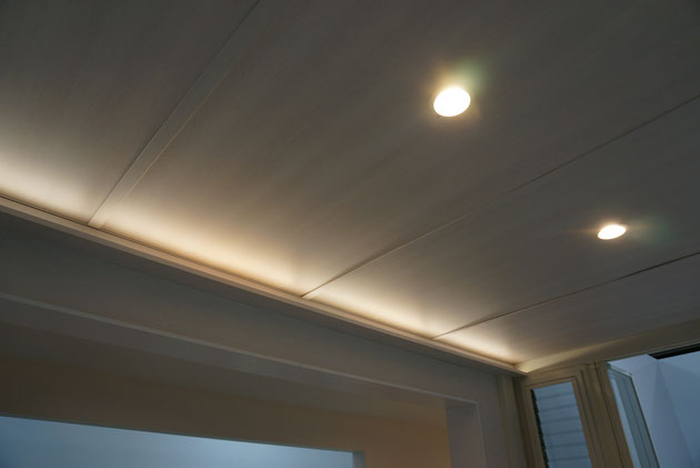 NEWジーマは家との設置際にLIXILの照明「美彩」のラインバーを設置して間接照明を楽しめる。