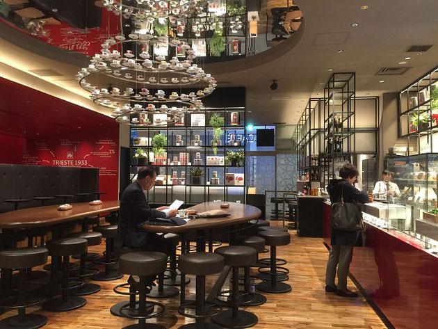 東京の珈琲ショップは最先端のデザインが楽しめる!珈琲カップ浮いてる!