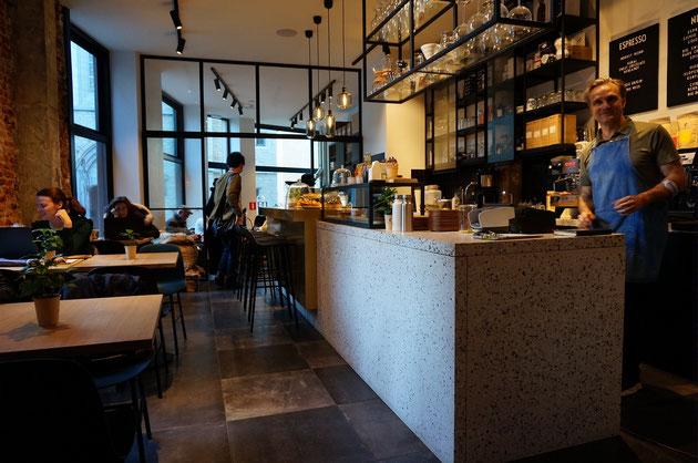 ベルギーにあるオシャレカフェでガーデンドクター柴ちゃん女子力を上げる!