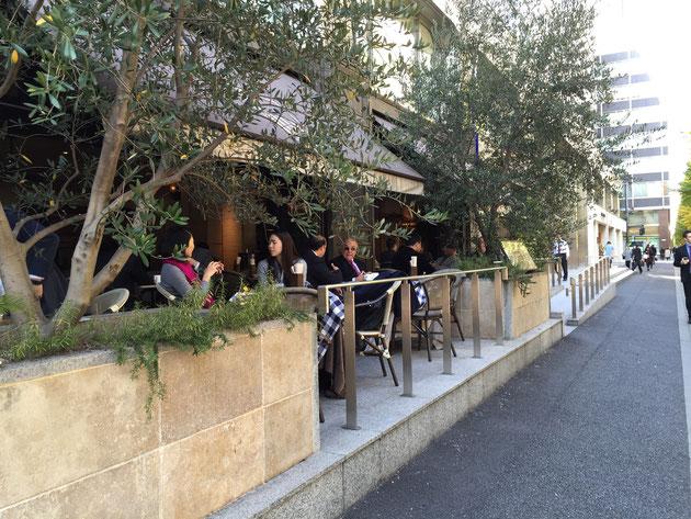 有楽町駅を出てすぐにあったカフェ。ここは欧米か?と思うほどしっくりきていた。この文化はどんどん広まっていくだろう。