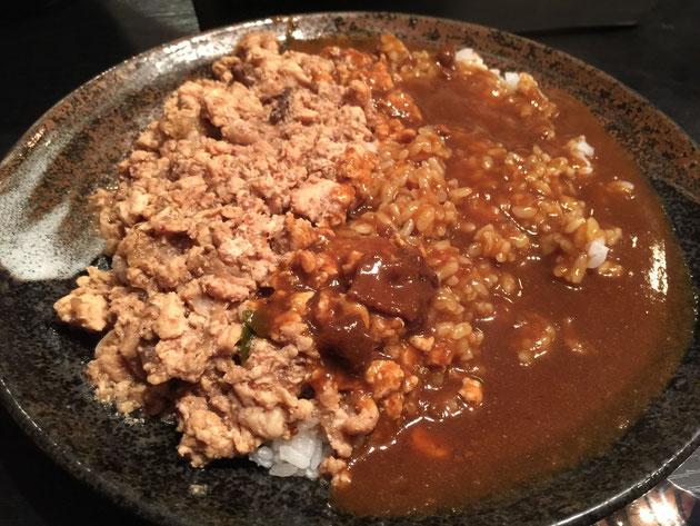 そして松井さんにごちそういただいた『すんごい辛いカレー』。めちゃくちゃ辛かったけど、最高に美味かった!!!