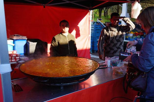 ベルギーの市場で売っていたパエリア!こんなに大きな鍋で作る!!!