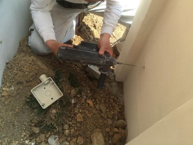 100V電源を扱う工事は電気工事士さんを頼むガーデンドクター柴ちゃん。