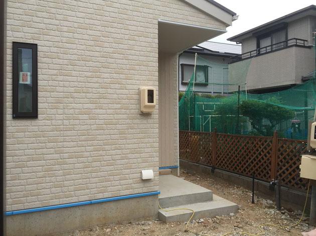 Before 守山区 I様邸外構工事前 ブルーのネットとラティスフェンスがあるが隣が丸見え