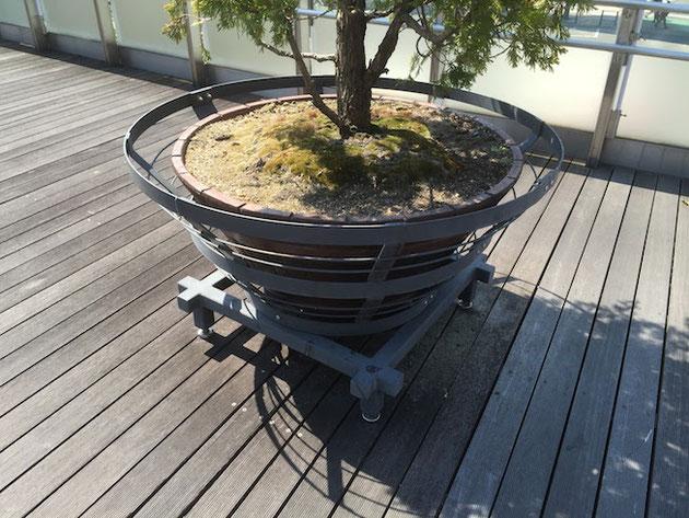 鵜飼の漁り火を焚く物を模した植木鉢
