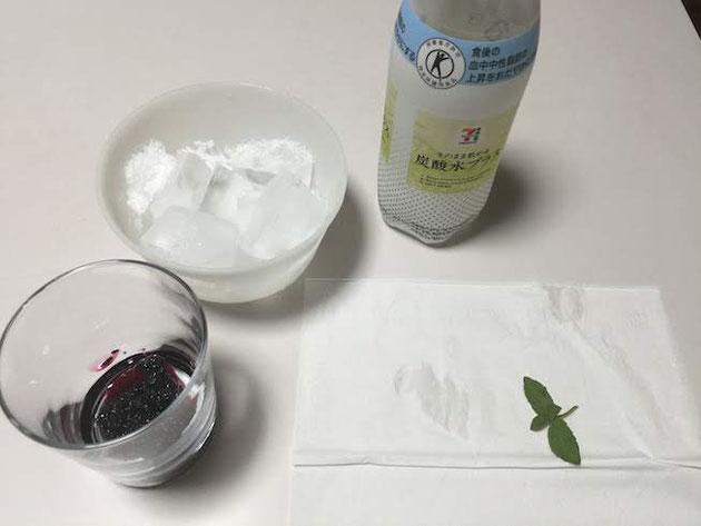 用意するのは炭酸水とミントと氷とクワのみジャム。