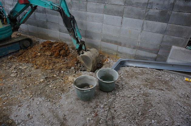 ユンボでフィットパワー設置部分を掘削。