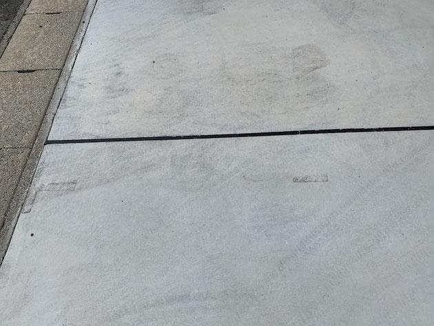 駐車場コンクリートの伸縮目地