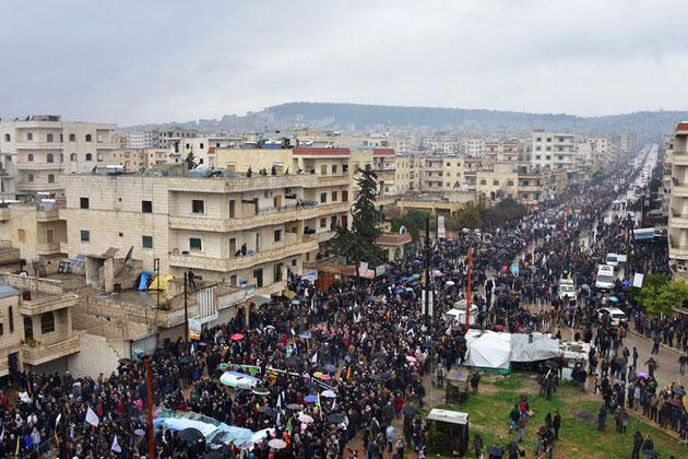 Afrîns beboere på gaden (18. januar 2018), i protest imod Erdogan-regeringens krigstrussler