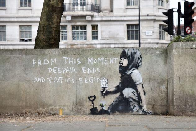 ロンドンのマーブル・アート付近の壁に描かれた作品。Artsyより。