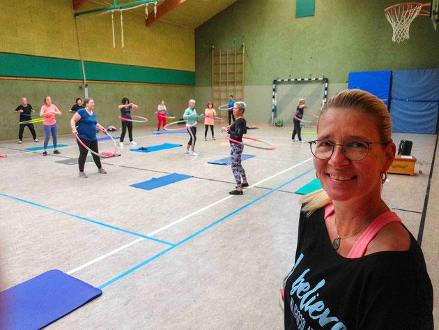 Fachwartin Birgit Knöpfle-Vogelsang mit Teilnehmenden                        Foto: Woelki