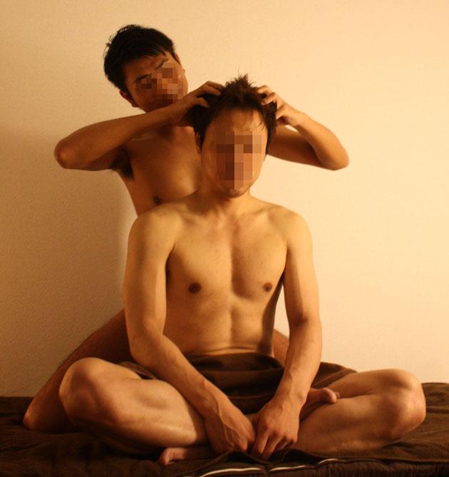 (※画像は撮影のために着衣となっておりますが、実際は全裸での施術となります。)