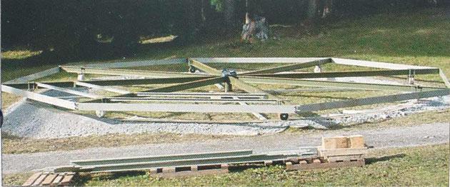 Herzstück des Anlasses bildet eine selbst angefertigte, kreisrunde Tribüne, die sich zu Beginn und während der Vorführung drehte.