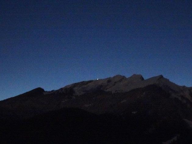Leuchtete im November Graubünden in die Energiezukunft: LED-Solarlampe auf dem Calanda