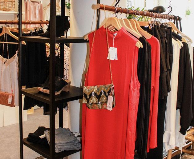 Sie suchen Kleidungsstücke, die Sie ohne großen Aufwand miteinander kombinieren können? Bringen Sie zu Ihrem Personal Shopping Termin genau diese Stücke mit und wir finden gemeinsam tolle Outfits.