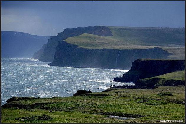 Le cap Langanes au Nord-Est de l'Islande, on imagine les conséquences d'un naufrage dans un endroit pareil