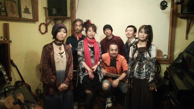 左から Yuriちゃん マスター椎野さん Hiromi Tetsu ろじおさん Masahumiさん Mikiさん