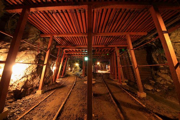 たんけん坑道は旧世谷通洞坑と呼ばれていた坑道の一部。650mが公開されている。