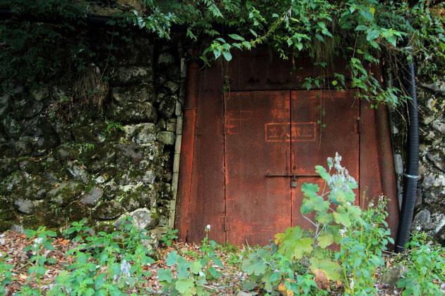 世谷通洞坑(たんけん坑道)と大仙粗砕場を繋いでいたトンネル跡。