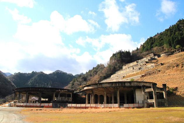 神子畑選鉱場跡全景。
