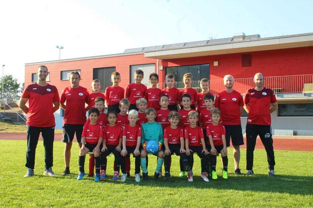 Junioren F rot und schwarz - Dress Sponsor: AXA Hauptagentur Frick
