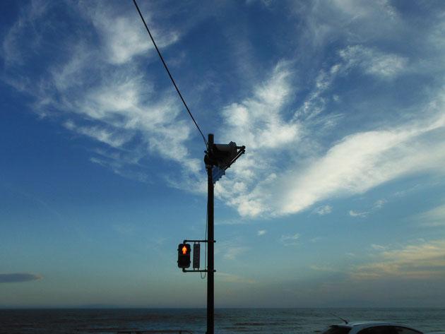 海へ渡るためだけにある鎌倉高校前交差点の信号