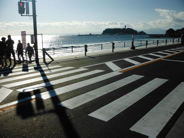 2017年11月右折レーン拡張工事に伴い横断歩道がリニューアルされました