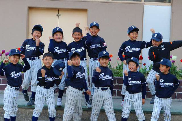 Bチーム(4、3年生)が遠征から帰ってきました。 21-5で試合に勝ったようで、上機嫌でした。 4年生キャプテンがチームをひっぱり、3年生が4打数4安打! 大会2勝目! みんなよく頑張ったね!!