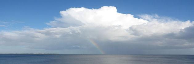Rita Prinzen_Freiburg-Haid_Regenbogen und Wolken überm Meer
