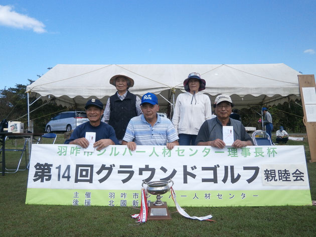 前列左から北村さん、塩谷さん、山岸さん、後列左から最上さん、朝川さん。