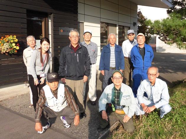 最後に先生の会社前で記念撮影。前列の右から2番目が立花武志先生です。「先生、お世話になりましたーッ!」