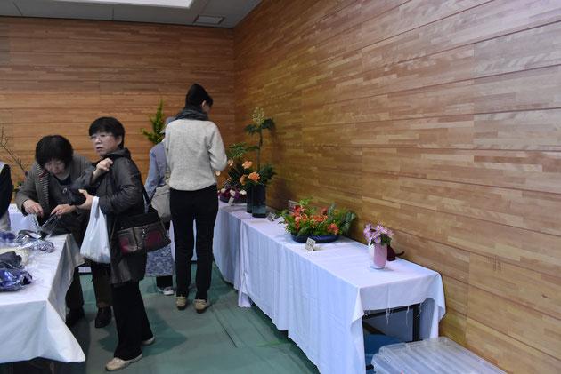 華道クラブの作品展示コンーナー