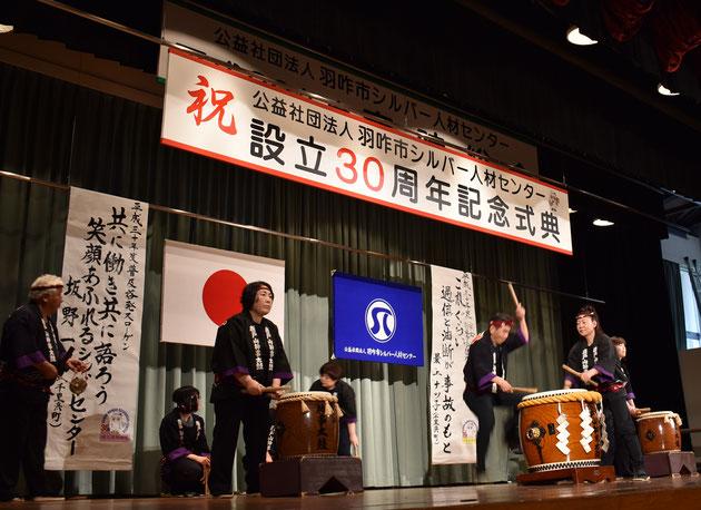 唐戸山神事相撲太鼓保存会の皆さんによる勇壮な太鼓(代表 干場 稔さん)