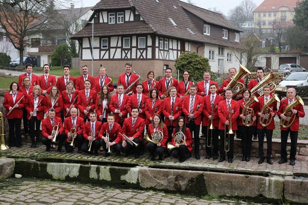 Orchester im März 2016 am Dorfbrunnen von Volker Heid aufgenommen.