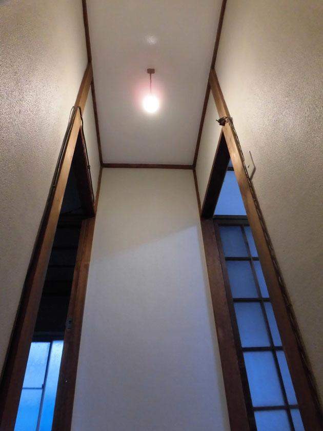 裸電球を搭載した昭和感ハンパないビンテージな照明