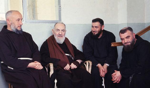 Padre Alessandro Cristofaro da Ripabottoni con Padre Pio da Pietrelcina