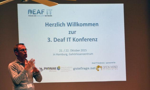 DeafIT Konferenz Hamburg 2016 Begrüßung mit Tobias Burz